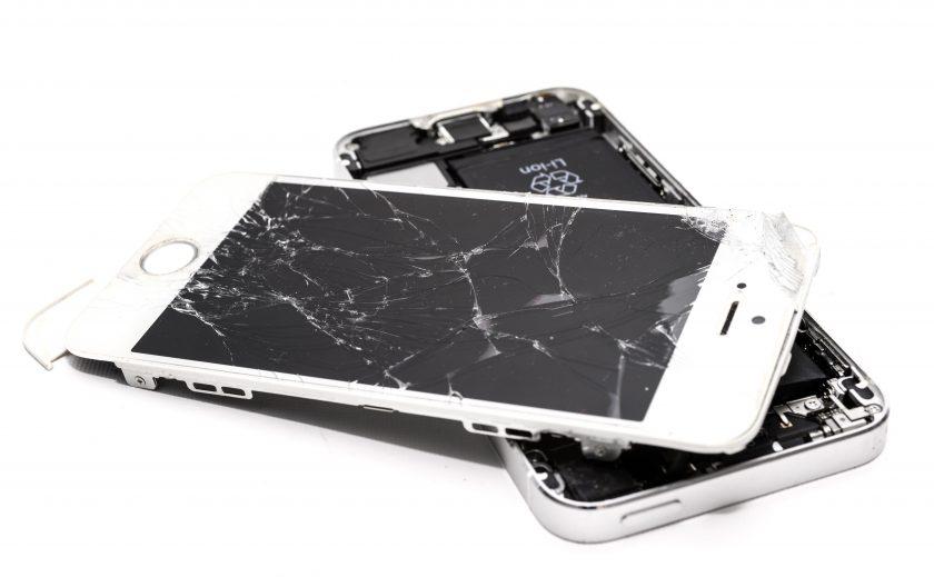 rozbity mobil